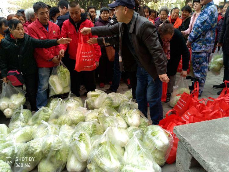 送温暖、献爱心——东运物流为广元社区低保户送去爱心蔬菜